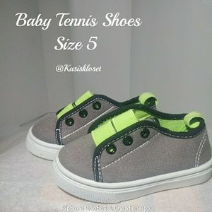 🎈4/$20🎈Baby Tennis Shoes Green and Gray Size 5